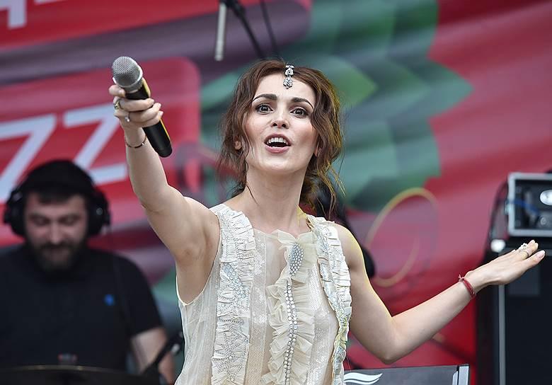 Певица Сати Казанова