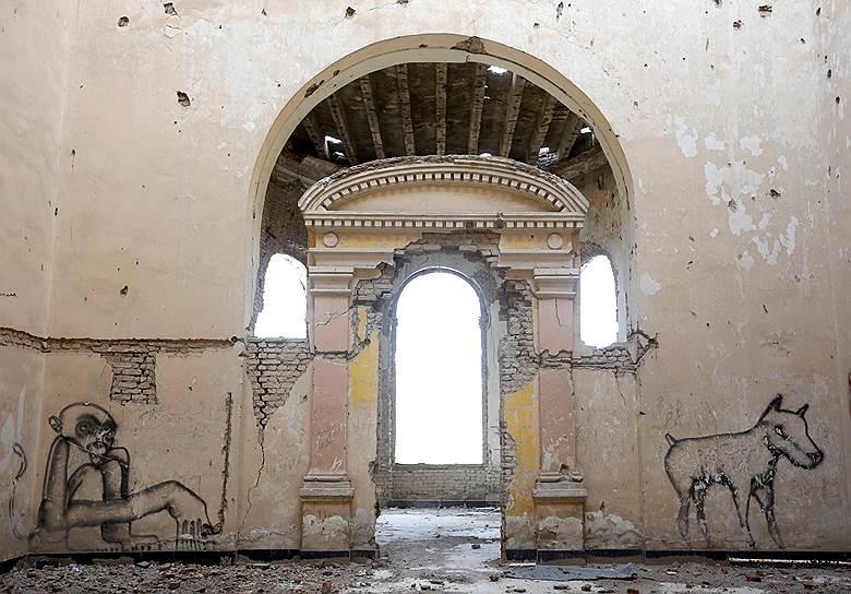 В 1990-х годах во время гражданской войны дворец «Дар-уль-Аман» подвергался многочисленным обстрелам различных группировок моджахедов, что ускорило его разрушение. Долгое время дворец стоял заброшенным, даже когда большую часть Кабула восстановили после войны и оккупации талибов
