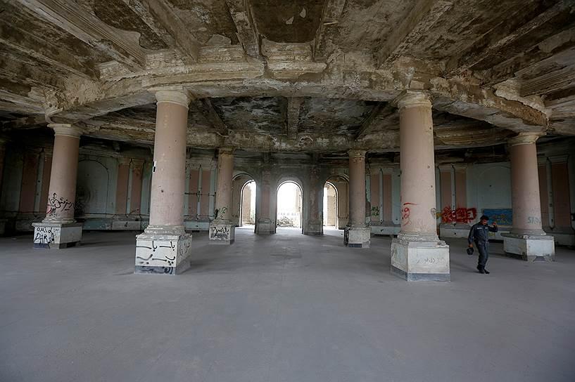 До 2005 года туристы могли пробраться во дворец, чтобы сфотографироваться на фоне руин разбомбленного здания. Однако теперь «Дар-уль-Аман» находится под пристальным наблюдением охраны в связи с планами по восстановлению дворца как резиденции парламента Афганистана