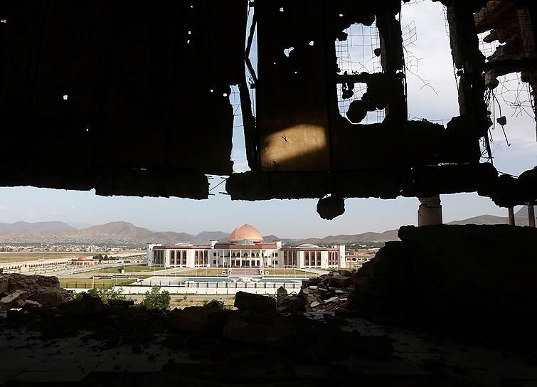 Напротив разбомбленного дворца недавно построили здание Национального собрания, торжественное открытие которого состоялось в декабре 2015 года. Расходы на его строительство оценивают почти в $100 млн