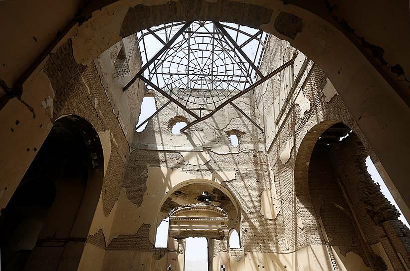 Дворец «Дар-уль-Аман» был построен в середине 1920-х годов при помощи немецких архитекторов по распоряжению правившего тогда короля Амануллы-хана. Он задумывался как резиденция парламента Афганистана за пределами Кабула, но так и не был использован по назначению. Из-за поднявшегося в 1929 году восстания король был вынужден отречься от престола. Когда-то дворец, построенный в необычном для Афганистана европейском стиле, являлся жемчужиной страны, но сейчас лежит в руинах