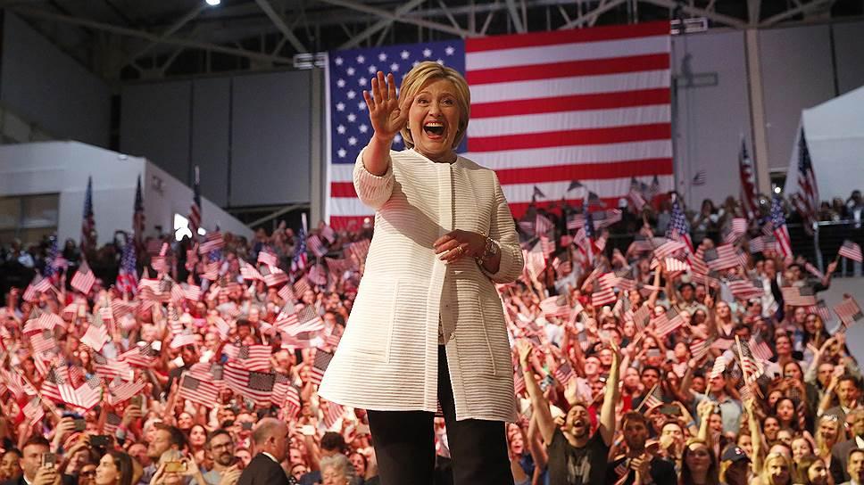 Хиллари Клинтон получила поддержку президента и поставила рекорд в Twitter