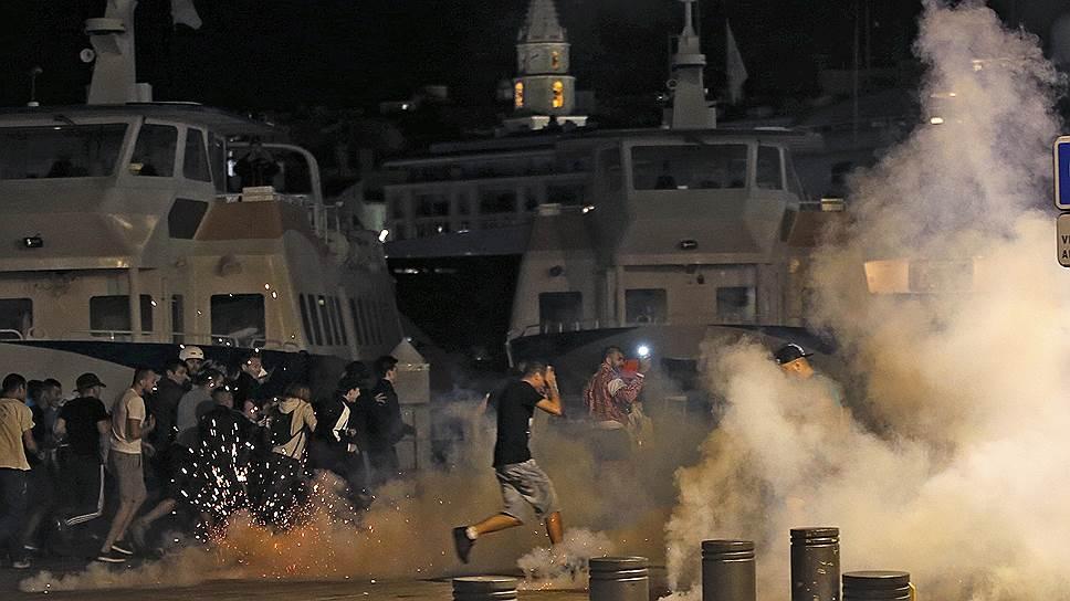 Как при столкновениях футбольных фанатов в Марселе пострадали 35 человек