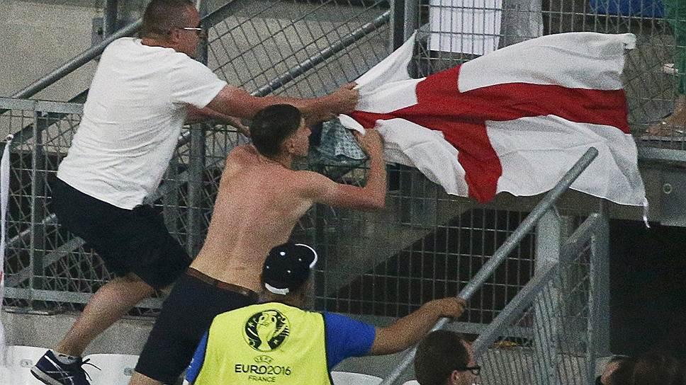 Как полиция Франции провела обыски у российских футбольных болельщиков