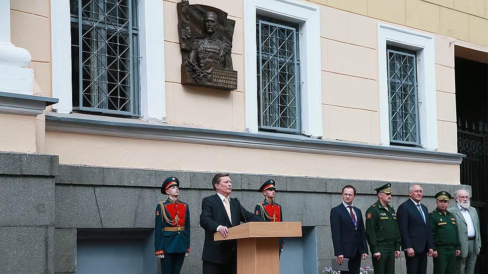 Глава администрации президента Сергей Иванов (в центре)