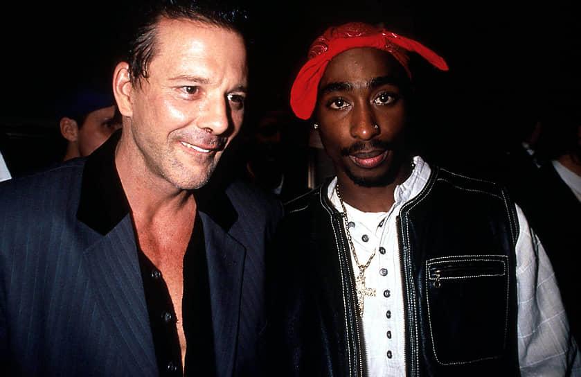 Тупак Шакур неоднократно снимался в фильмах: в 1993 году он снялся в фильме «Поэтическое правосудие», который впоследствии был признан культовым. Поговаривали, что певица Джанет Джексон, которая также играла в этом фильме, потребовала, чтобы Тупак перед съемками прошел проверку на ВИЧ. Рэпер согласился, но взамен потребовал, чтобы в сценарий включили постельную сцену с ним и Джанет Джексон. Также Тупак снялся в фильмах «В тупике» с Тимом Ротом, «Пуля» с Микки Рурком (на фото слева) и во многих других