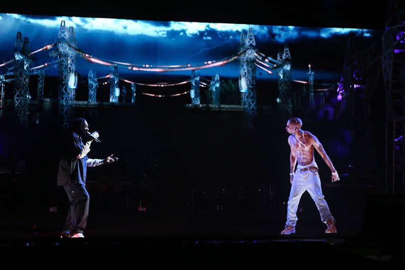 Хип-хоп сообществом и музыкальными критиками Тупак Шакур признается одним из величайших и наиболее влиятельных исполнителей в истории. Он оказал влияние на творчество 50 Cent, Ja Rule, Lil Wayne, Freddie Gibbs. В 2008 году Eminem написал открытое письмо матери рэпера, в котором поблагодарил ее за сына. В апреле 2012 года на фестивале Coachella была представлена голограмма Шакура (на фото справа), которая исполнила вместе со Snoop Dogg (слева) и Dr. Dre композиции «Hail Mary» и «2 Americaz Most Wanted»