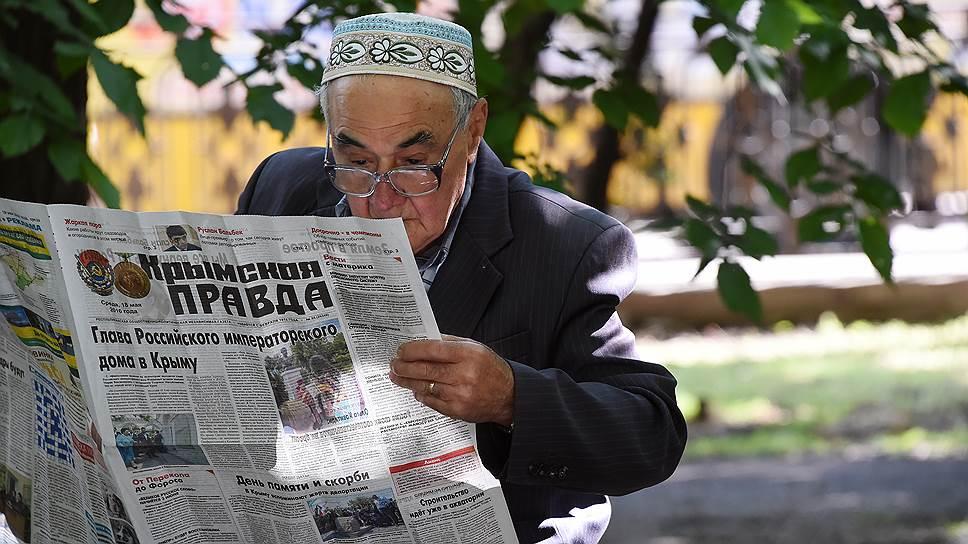 Треть крымчан хотя бы раз в неделю смотрит новости и на украинских телеканалах