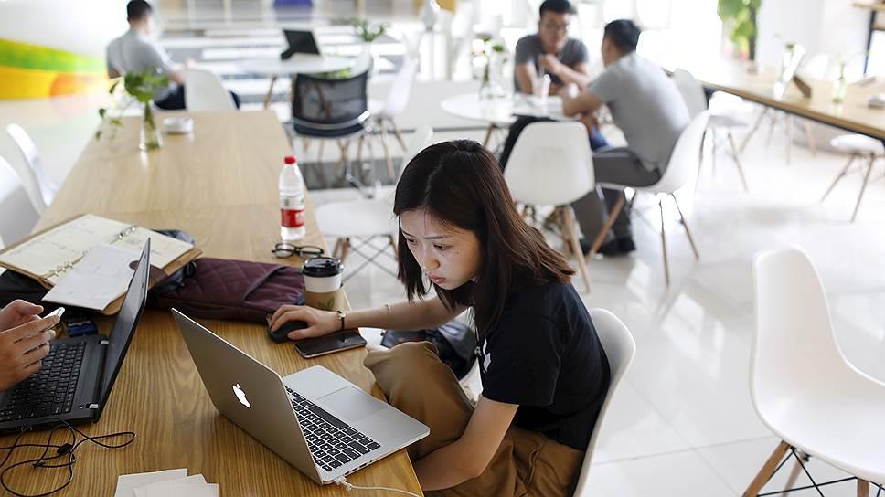 В Китае запретили «слепую погоню за сплетнями» из интернета