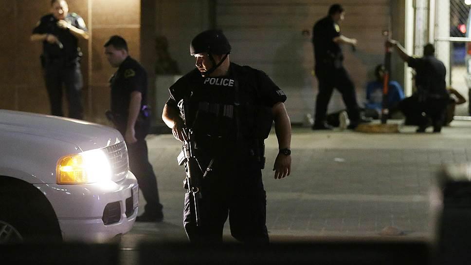 Как демонстрация в Далласе закончилась расстрелом полицейских