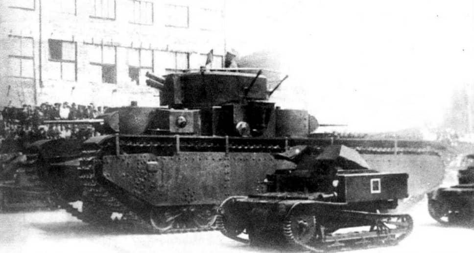 Стоимость танка Т-35 составляла 525 тыс. руб. (столько же стоили 9 легких танков БТ-5)