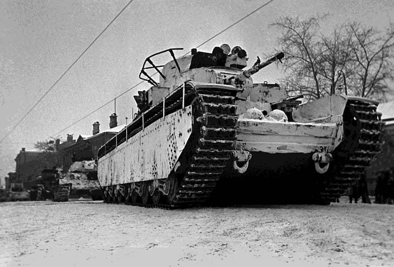 С началом использования противотанковой артиллерии во время Гражданской войны в Испании (1936-1939 годы) от многобашневых танков полностью отказались: их конструкции исключала полноценную бронезащиту<br> На фото: пятибашенный советский танк Т-35