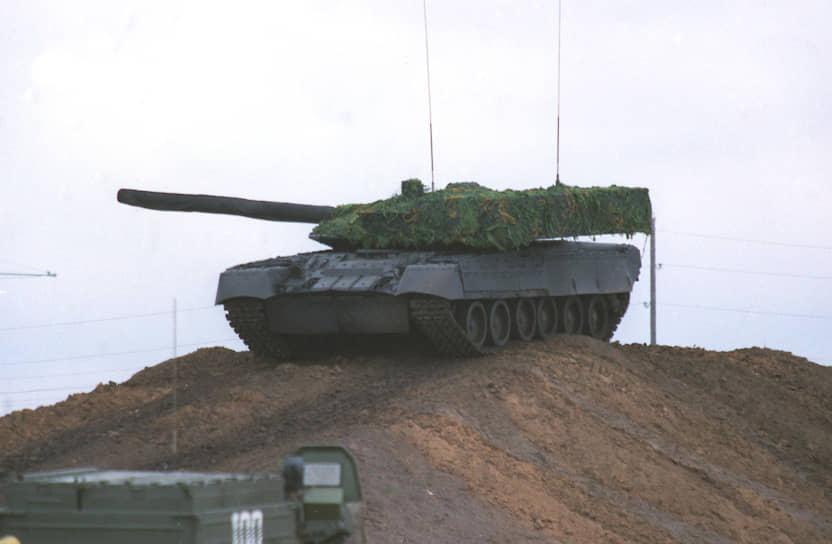 В 1997 году в Омске продемонстрировали прототип танка «Черный орел» (Объект 640). Основным нововведением стала башня танка, конструкция которой увеличивала защищенность машины в 1,5-2 раза. Объект 640 не был запущен в серийное производство