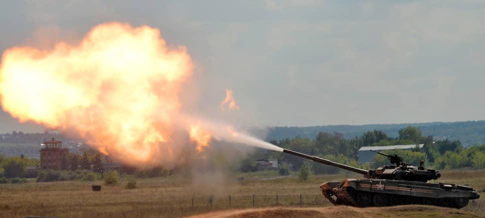 В 1989 году начались испытания модернизированной версии танка Т-72Б – Т-90. После смерти главного конструктора Владимира Поткина машина получила к индексу приставку «Владимир». Помимо России, танк стоит на вооружении еще десятка стран, а его стоимость на 2019 год составляла $2,5-3,5 млн