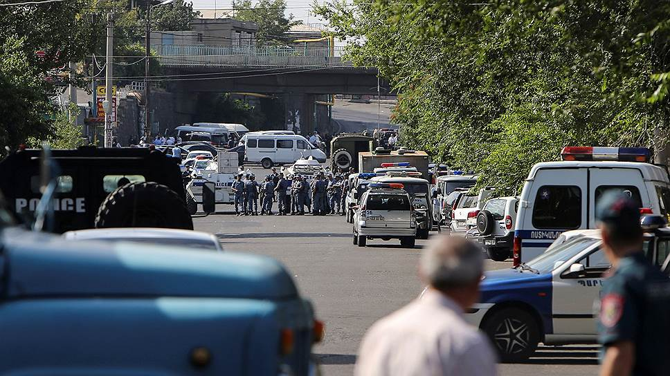 Как переворот в Армении попытались начать с полицейского участка