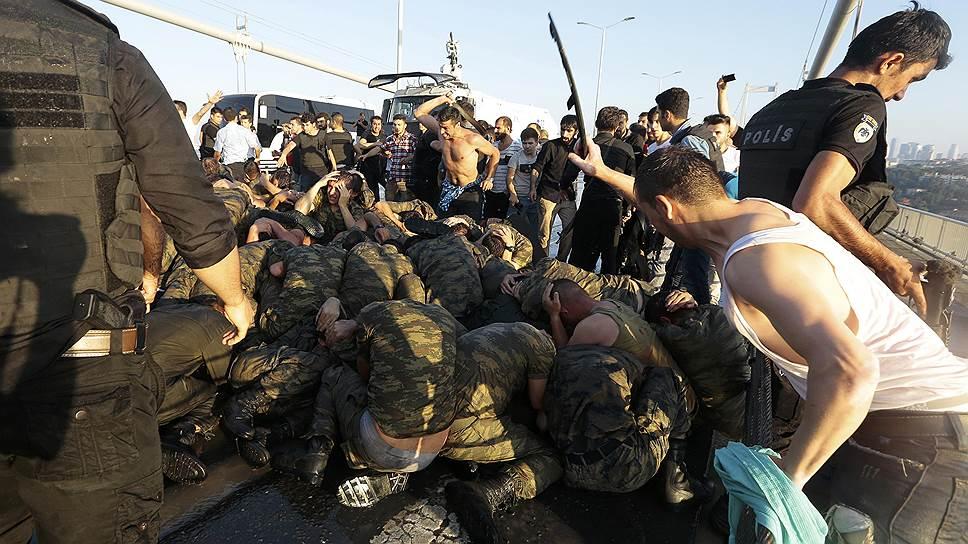 Как ЕС и США предостерегли Турцию от чрезмерно жесткой реакции на попытку госпереворота