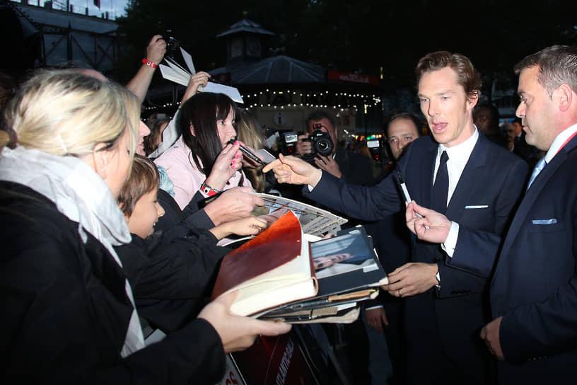 «Я счастлив жить в Лондоне. Ты выходишь утром из дома, и перед тобой лежит все — музеи, галереи, театры» <br> В 2015 году Бенедикт Камбербэтч был пожалован в командоры ордена Британской империи королевой Елизаветой II