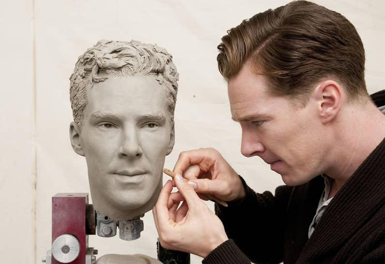 «Я актер. Я совсем немного умею играть на пианино, совершенно не умею играть на скрипке, не занимаюсь программированием, не рисую как Ван Гог и не могу жонглировать в голове галактиками, как это делает Стивен Хокинг. Но я могу все это изобразить на экране»<br> В 2006 году Камбербэтч сыграл британского премьер-министра Уильяма Питта в фильме «Удивительная легкость». А в 2010-м перевоплотился в художника Винсента Ван Гога в кинофильме «Ван Гог: Портрет, написанный словами»