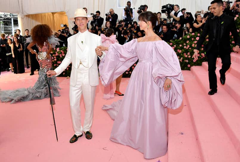 «Сексуальна та женщина, которая знает, что ей не нужны дорогие шмотки, чтобы быть привлекательной» <br> С 2015 года Бенедикт Камбербэтч женат на актрисе и режиссере Софи Хантер (на фото). У пары трое сыновей