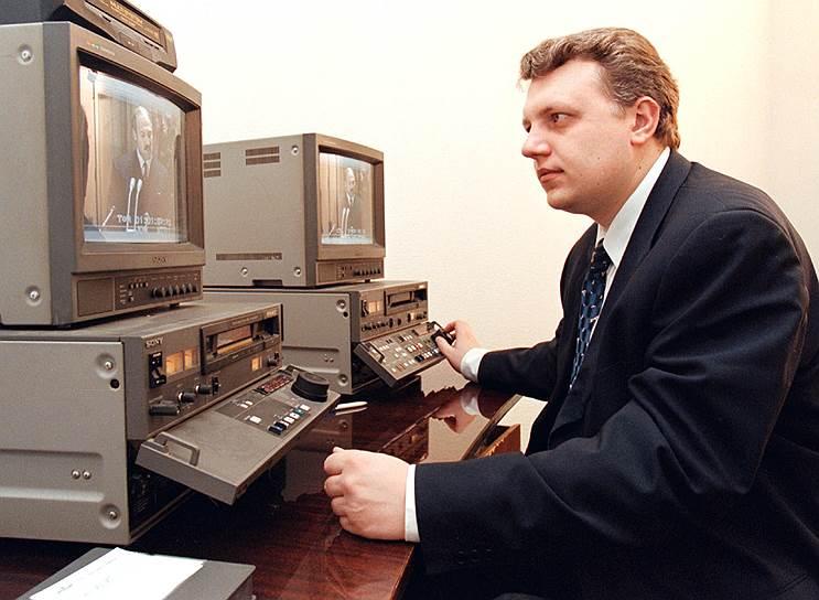 В 1998 году он работал специальным корреспондентом программ «Новости» и «Время» дирекции информационных программ (ДИП) ОРТ. С 1 января 1999 года Шеремет стал шеф-редактором российской и зарубежной корреспондентской сети ДИП ОРТ