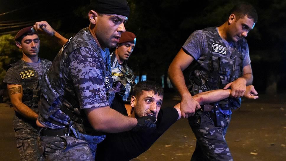 Сколько человек пострадали в результате столкновений в Ереване