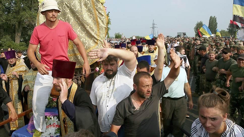 Почему крестный ход встал под Киевом