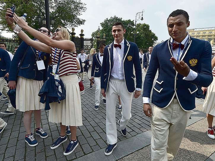 Члены олимпийской сборной России в Александровском саду