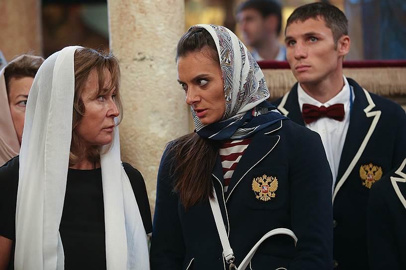 Двукратная олимпийская чемпионка Елена Исинбаева (справа)