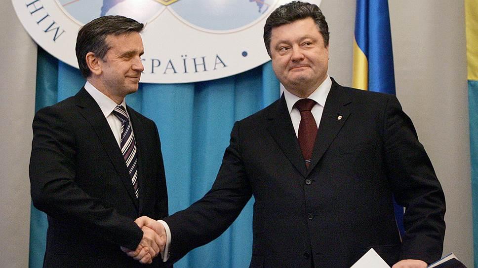 Посол России на Украине Михаил Зурабов (слева) и президент Украины Петр Порошенко