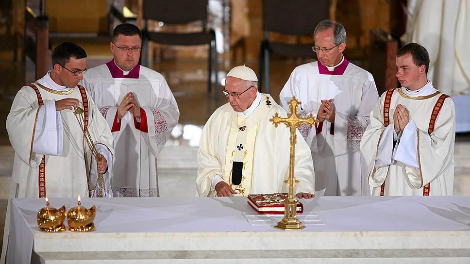 Как поляки оказались слишком консервативными для папы римского