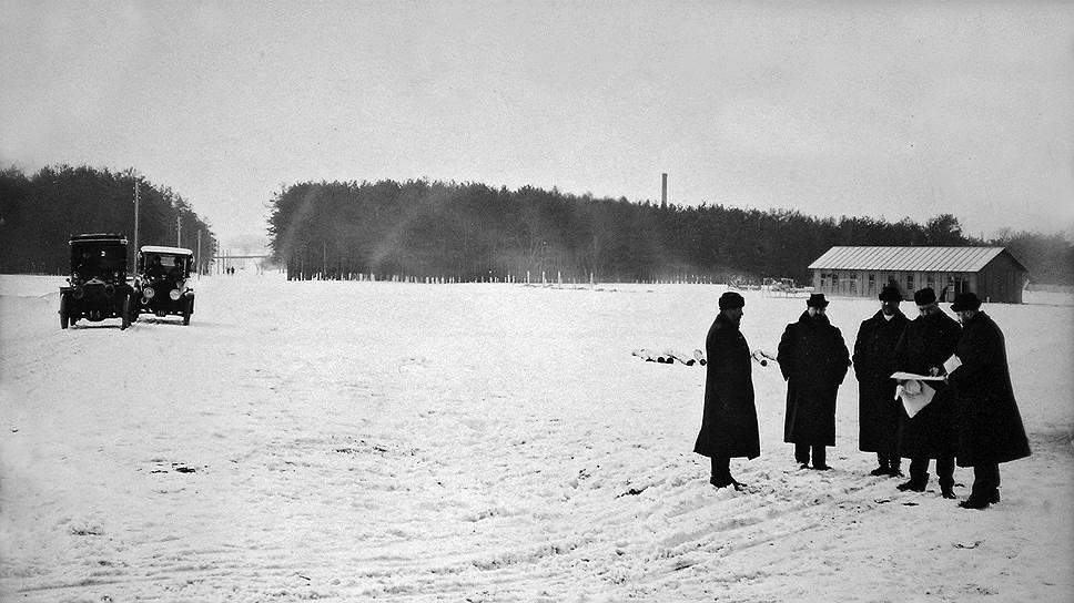 Строительство завода начал торговый дом «Кузнецов, Рябушинские и Кo», который 27 февраля 1916 года заключил договор с Главным военно-техническим управлением на поставку 1500 машин на сумму 27 млн руб