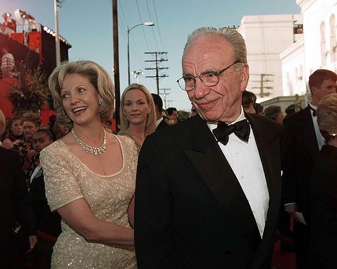 В 1999 году оформили развод американский медиамагнат Руперт Мёрдок и его жена Анна. По соглашению сторон предприниматель, чье состояние оценивалось в $6,8 млрд, должен был выплатить бывшей супруге $1,7 млрд