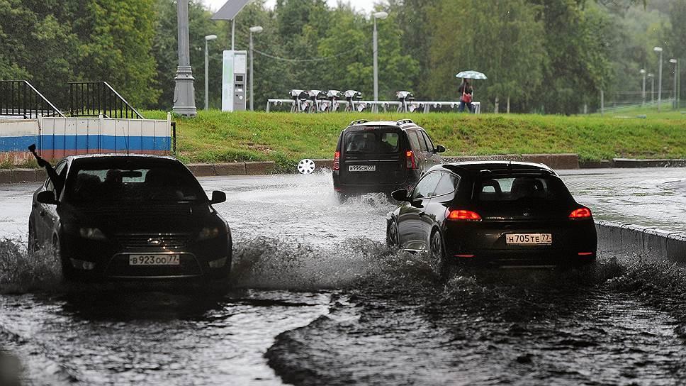 О том, почему система стока дождевой воды в Москве не справляется со своими задачами, и о том, к каким последствиям это может пр