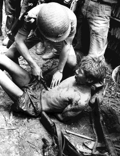 24 октября 1964 года. «Южновьетнамские военные допрашивают пленного из Северного Вьетнама»