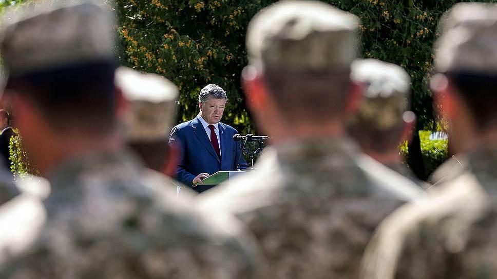Почему Петр Порошенко не исключает объявления военного положения