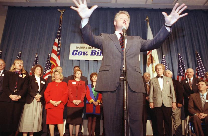«Хотите жить как республиканцы — голосуйте как демократы»<br> В 1978 году Билл Клинтон был избран губернатором Арканзаса и стал самым молодым главой региона в США. На следующих выборах он проиграл, но вновь вернулся на этот пост в 1982 году. Позднее Клинтон еще трижды выиграл выборы в штате. В 1986 году он впервые в новой истории Арканзаса получил мандат на четырехлетний губернаторский срок