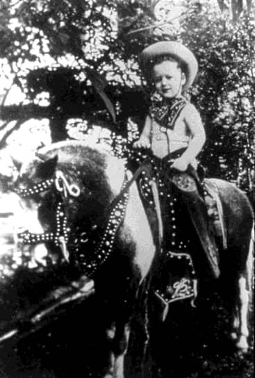 «Я почерпнул из рассказов моих дяди, тети и бабушки с дедушкой, что никто не совершенен, но тем не менее большинство людей — хорошие»<br>42-й президент США Уильям (Билл) Джефферсон Блайт III родился 19 августа 1946 года в городе Хоуп штата Арканзас в США. Его отец погиб в автокатастрофе за несколько месяцев до рождения сына. Когда мальчику было четыре года, мать повторно вышла замуж за Роджера Клинтона, чью фамилию и получил Билл