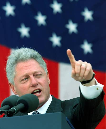 После окончания президентского срока Билл Клинтон основал собственный благотворительный общественный фонд. Организация занимается вопросами здравоохранения, экономики и глобального изменения климата, а также проблемой детского ожирения. 42-й президент США до сих пор выступает на публичных мероприятиях, дает интервью журналистам и читает лекции в университетах по всему миру как приглашенный гость