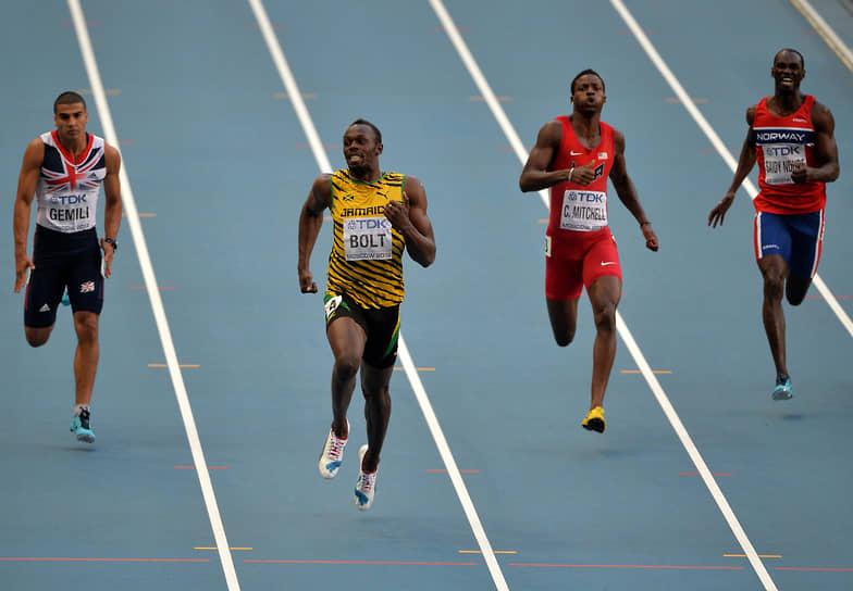 Пиковая скорость Усейна Болта зафиксирована во время финального забега на 100 м на Олимпиаде в Пекине. Тогда ему удалось разогнаться до 12,2 м/с (43,9 км/ч). Всего на официальных состязаниях ямайский спринтер 45 раз пробегал стометровку быстрее десяти секунд и 31 раз пробегал дистанцию 200 м быстрее 20 секунд