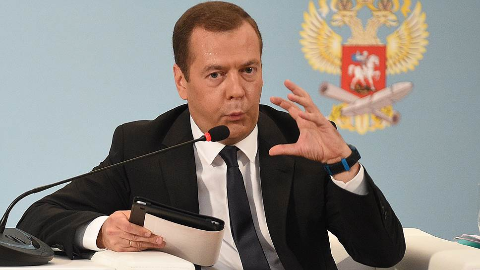 Как Дмитрий Медведев повторно прокомментировал зарплаты педагогов