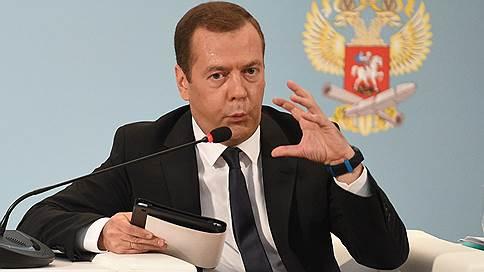«В среднем ситуация выглядит вполне благопристойно»  / Дмитрий Медведев вновь прокомментировал зарплаты учителей