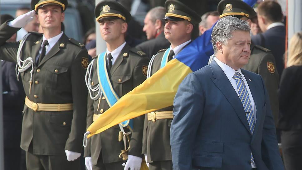 Петр Порошенко пообещал Крыму и Донбассу украинский флаг
