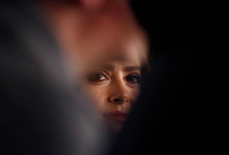 «Никогда не сравнивайте себя с кем бы то ни было. Хвалите себя за то, чего вы уже достигли, и не падайте духом»<br> В 2017 году актриса снялась в комедийном боевике «Телохранитель киллера», где ее партнерами по съемочной площадке стали Райан Рейнольдс и Сэмюэл Л. Джексон. В 2020 году — в драме «Неизбранные дороги» (Хавьер Бардем, Эль Фаннинг)