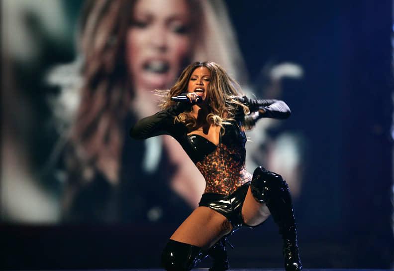 «Ты неузнаешь, насколько тысильная, пока непредставится шанс этодоказать»<br> В дискографии Бейонсе семь студийных альбомов. Она одна из самых успешных певиц — с начала карьеры получила 28 премий «Грэмми». В 2010 году певица установила рекорд премии: она была номинирована на 10 наград, из которых получила 6 за один вечер. В 2012 году ей пришлось поделиться успехом с британской певицей Адель, которая также завоевала шесть наград