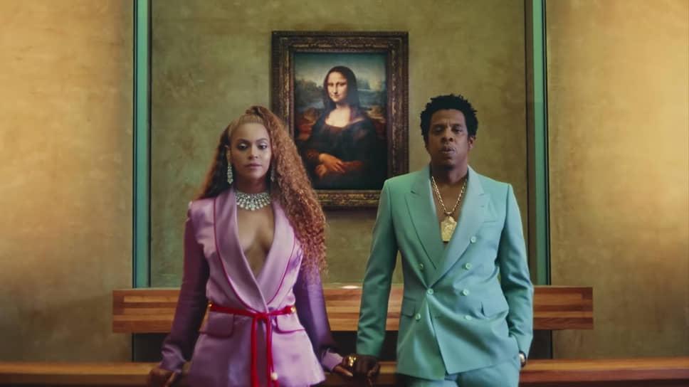 Летом 2018 года Бейонсе и Jay-Z выпустили совместный клип на песню Apeshit, который был снят в парижском Лувре. Клип пары вызвал неоднозначную реакцию среди зрителей. Так, в соцсетях появились обвинения в осквернении места. Однако в самом музее решили воспользоваться славой музыкантов и создали экскурсию по мотивам клипа. В ходе экскурсии посетители могли узнать информацию об экспонатах, задействованных в ролике