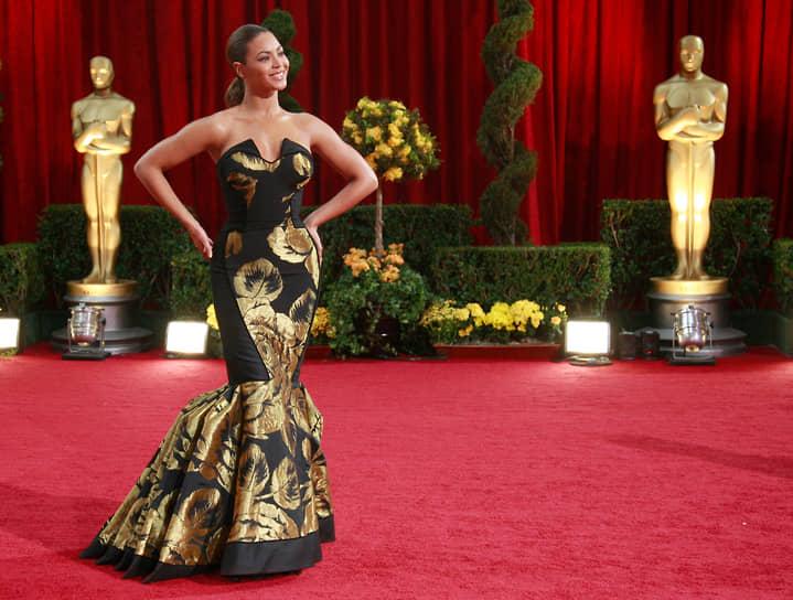 В кино певица дебютировала в 2001 году, снявшись в картине «Кармен: Хип-хопера». Как актриса Бейонсе была номинирована на «Золотой глобус» за роль в фильме «Девушка мечты» (2006)