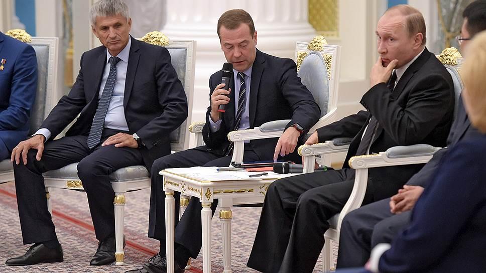 Владимир Путин и Дмитрий Медведев встретились с кандидатами в депутаты от «Единой России», которым надо на всякий случай помочь
