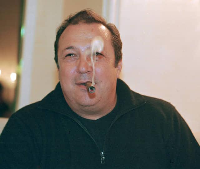 Робертино Лоретти<br>В марте 2010 года полиция Торонто (Канада) задержала Пьетро Кастелузо, который готовил покушение на певца. При этом, как отметили правоохранители, Кастелузо собирался отомстить Лоррети за то, что в середине 1980-х жена Кастелузо якобы изменила ему с певцом. Злоумышленник готовил преступление и собирался совершить его в одном из казино канадской столицы