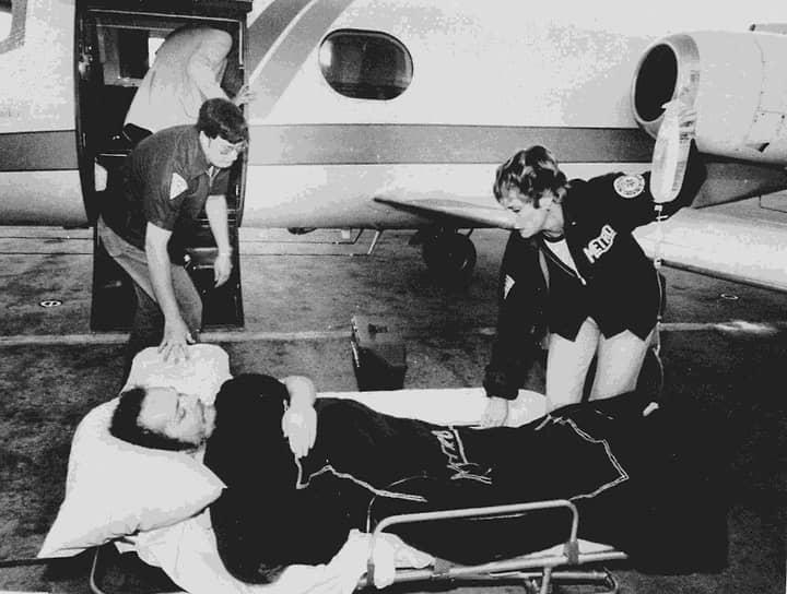 Ларри Флинт<br>Основатель журнала Hustler стал жертвой серийного убийцы  Джозефа Пола Франклина в 1978 году. После нападения Флинт остался инвалидом и до сих пор передвигается на коляске. Преступника поймали только через два года, его обвинили в 20 убийствах и шести покушениях. В 1997 году суд приговорил Франклина к смертной казни, которую исполнили только в 2013 году. Накануне казни преступника порномагнат призвал власти США изменить решение
