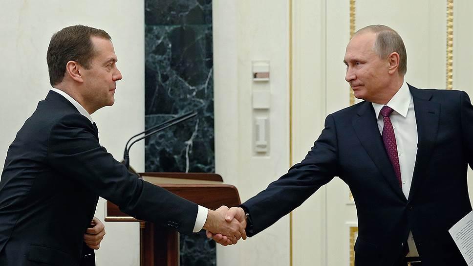 Президент России Владимир Путин (справа) и председатель правительства России Дмитрий Медведев